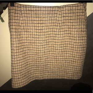 Brown Plaid Business Casual F21 skirt ✨